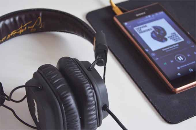 How to Use the In-Ear Headphones to Prevent it from Falling out