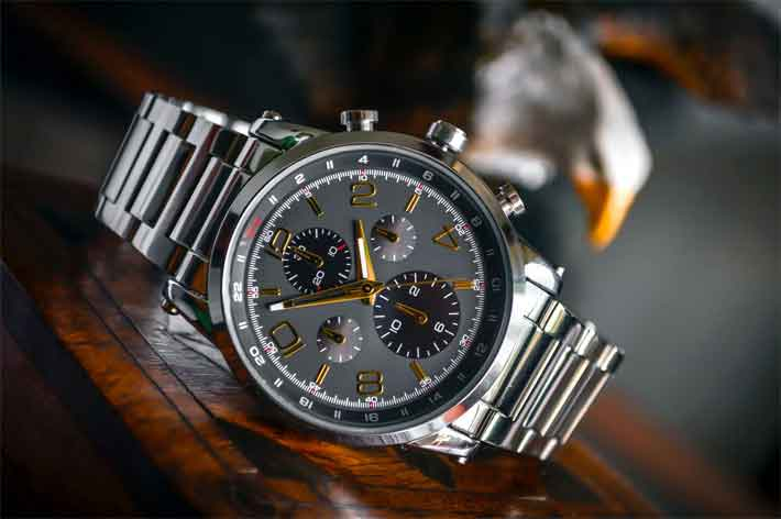 The Symbolism of Giving a Wristwatch as a Gift